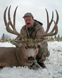 Photo of Ervin Phipps with Big Typical Prairie Mule Deer